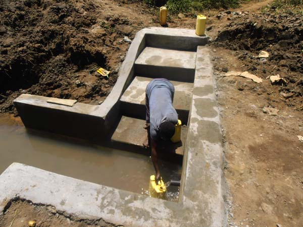 Community well constructed with the help of Go Volunteer Africa