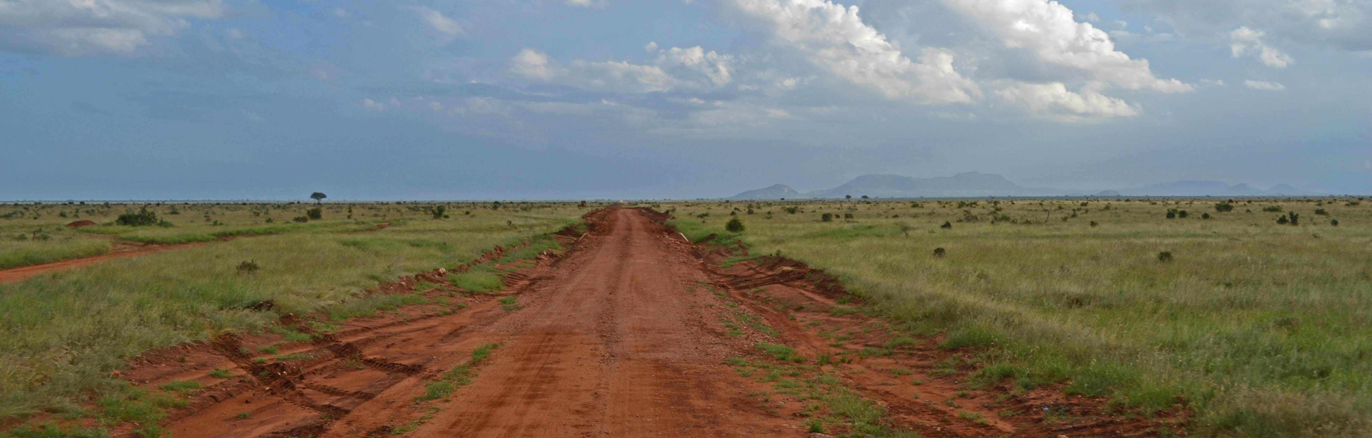 Red road, Tsavo East | Wikimedia